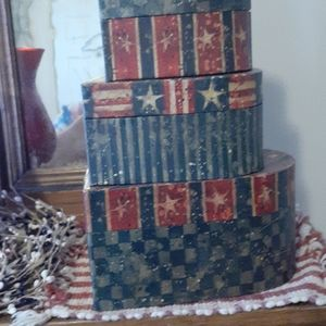 Americana stackable boxes